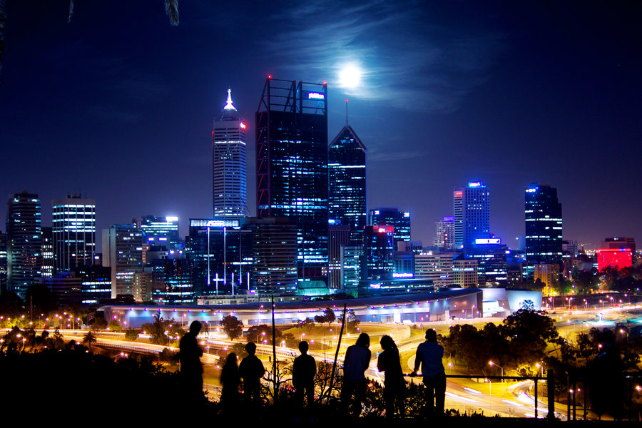 moon_over_perth_skyline